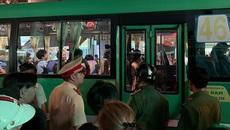 Đình chỉ tài xế, tiếp viên xe buýt dùng hung khí truy đuổi người đi đường