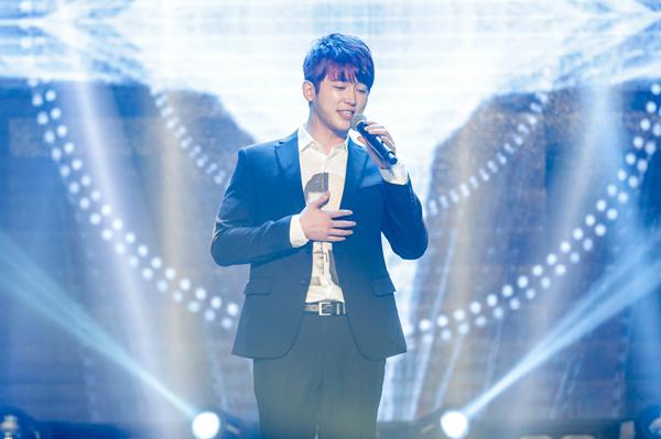 Thu Minh 'bắt' 300 khán giả đứng nghe mình hát