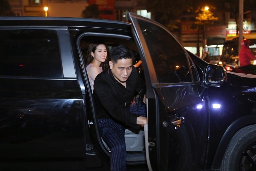Vợ kém 13 tuổi lái xe sang đưa Minh Tiệp đi sự kiện