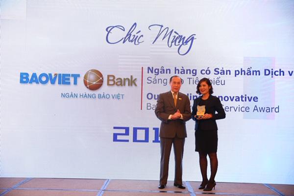 BAOVIET Bank nhận giải thưởng do IDG trao tặng