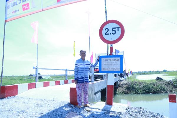 Bà con huyện Cần giuộc có thêm 5 cây cầu mới