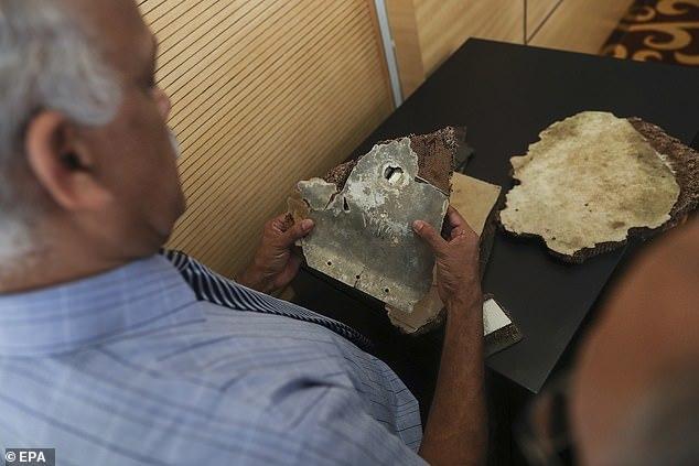 Cận cảnh các mảnh vỡ nghi của MH370