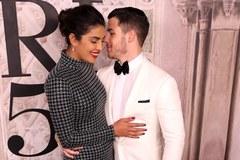 Nick Jonas và bà xã Hoa hậu làm đám cưới trong cung điện