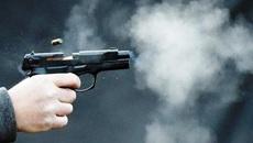 Xô xát từ quán karaoke, mang súng đến nhà giải quyết 2 người nhập viện