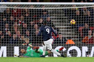 """Lukaku """"thông nòng"""", MU vất vả cầm hòa Southampton"""