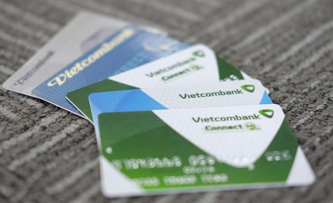 Vì sao thẻ nằm trong ví, tài khoản vẫn bốc hơi vài chục triệu