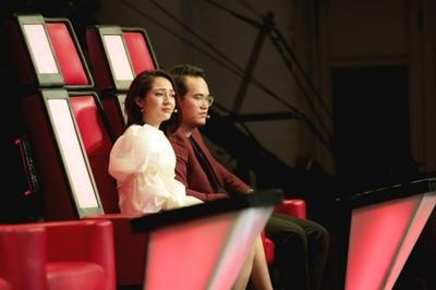 Bảo Anh bật khóc liên tục trước phần thi của học trò Lưu Hương Giang
