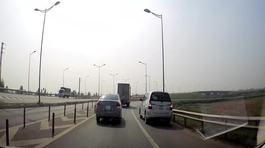 Hoảng hồn ô tô 7 chỗ chạy lùi trên cao tốc Hà Nội - Thái Nguyên