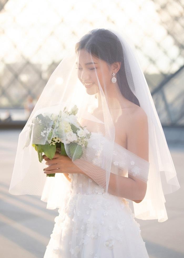 Ảnh cưới tại Paris của Á hậu Thanh Tú và đại gia hơn 16 tuổi - ảnh 2