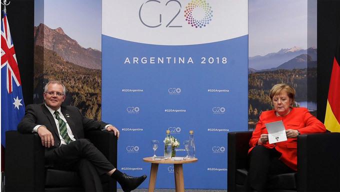 Hành động tranh cãi của bà Merkel bên lề Thượng đỉnh G20