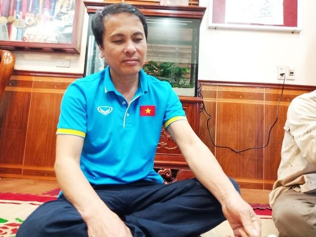 Gia đình cầu thủ Duy Mạnh mở tiệc xem trận bán kết AFF Cup 2018