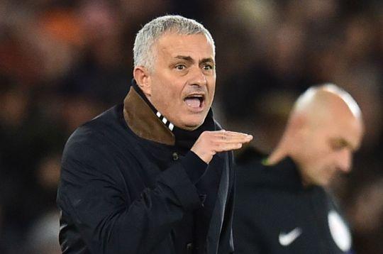 MU khốn khổ, Mourinho mắng Pogba té tát trong phòng thay đồ