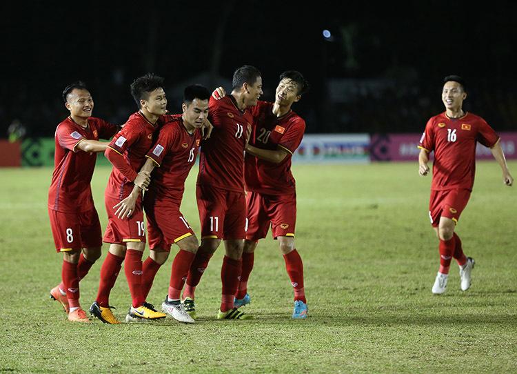 Quay chậm 'song Đức' giúp Việt Nam hạ Philippines