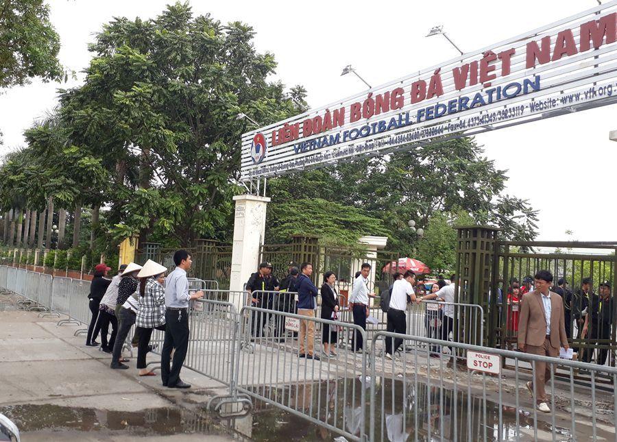 Việt Nam thắng Philippines, phe vé hét giá...trên trời