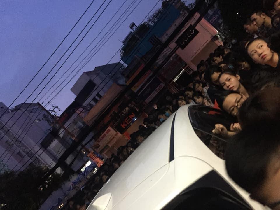 'Né' đề TOEIC mới, sinh viên sài Gòn rồng rắn đăng ký thi từ 3h sáng
