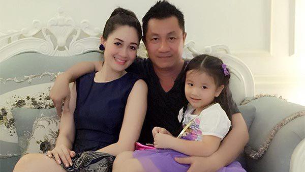 Hoa hậu Đàm Lưu Ly nghỉ làm tiếp viên hàng không để sinh con