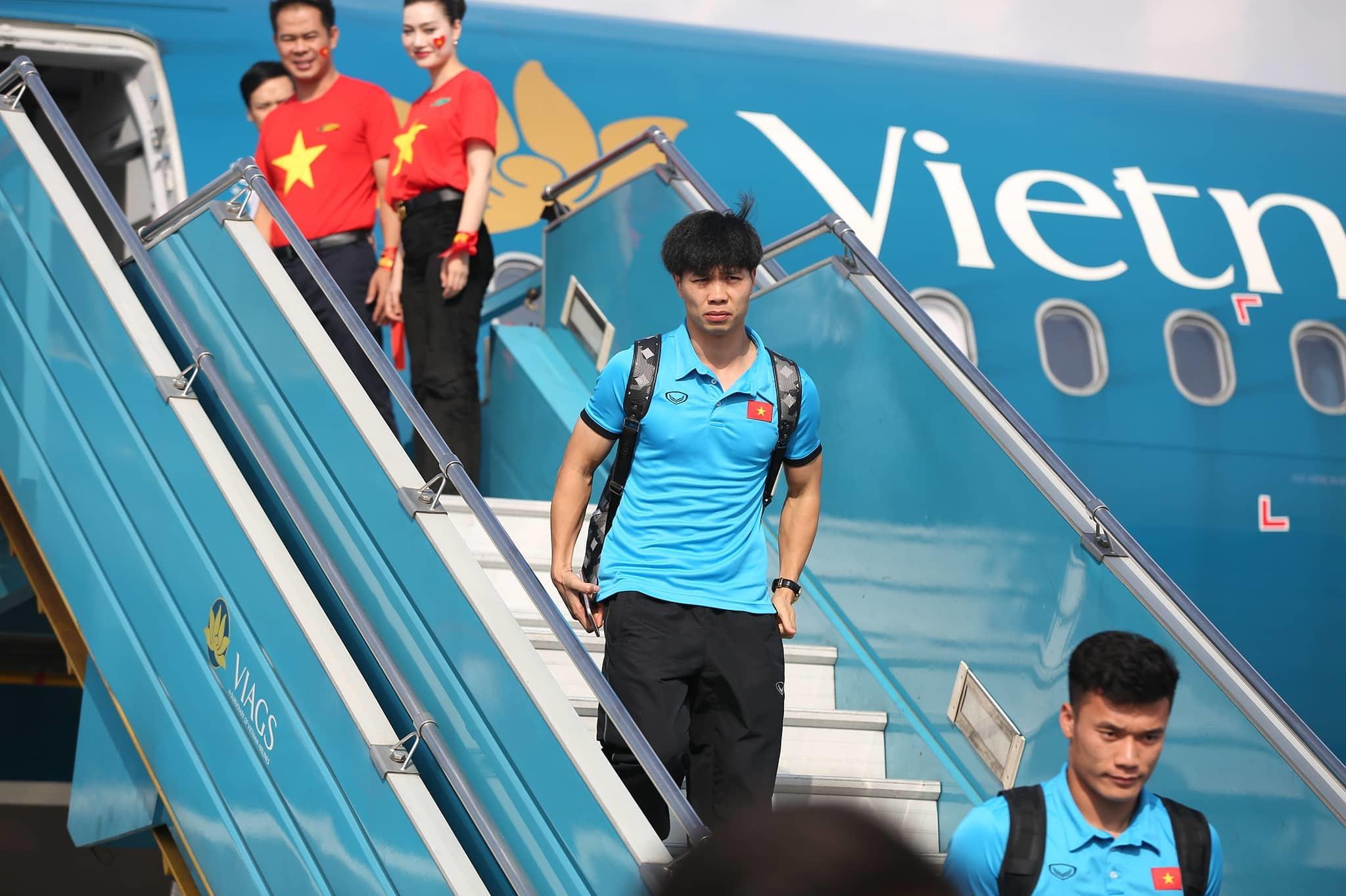 Tuyển Việt Nam về đến Hà Nội, chuẩn bị tái đấu Philippines