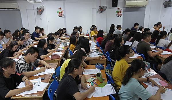 Thu nhập giáo viên dạy thêm: Có người 9 con số