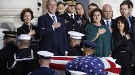 Hình ảnh lễ viếng Bush 'cha' trong điện Capitol