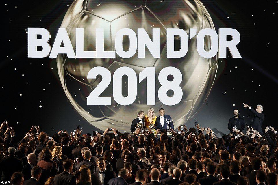 Qua mặt Messi và Ronaldo, Modric đoạt Quả bóng Vàng 2018