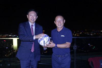 Điểm chung giữa Chủ tịch Tập đoàn Lotte và HLV Park Hang Seo