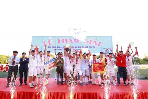 THPT Trương Định vô địch bóng đá tranh Cup Number 1 Active