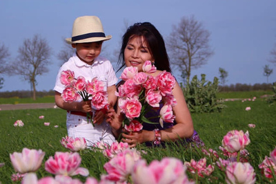 Chuyện tình ngọt ngào của bà mẹ đơn thân Việt trên đất Hà Lan