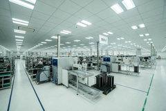 Dàn robort 'khủng' tại nơi sản xuất điện thoại Vsmart