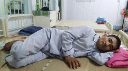 Vợ nén nỗi đau riêng lo cứu chồng nằm viện