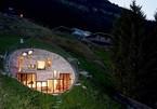 """Anh em """"siêu nhân"""" đào núi làm nhà khiến thế giới kinh ngạc"""