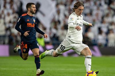 Đánh bại Valencia, Real Madrid áp sát top 3
