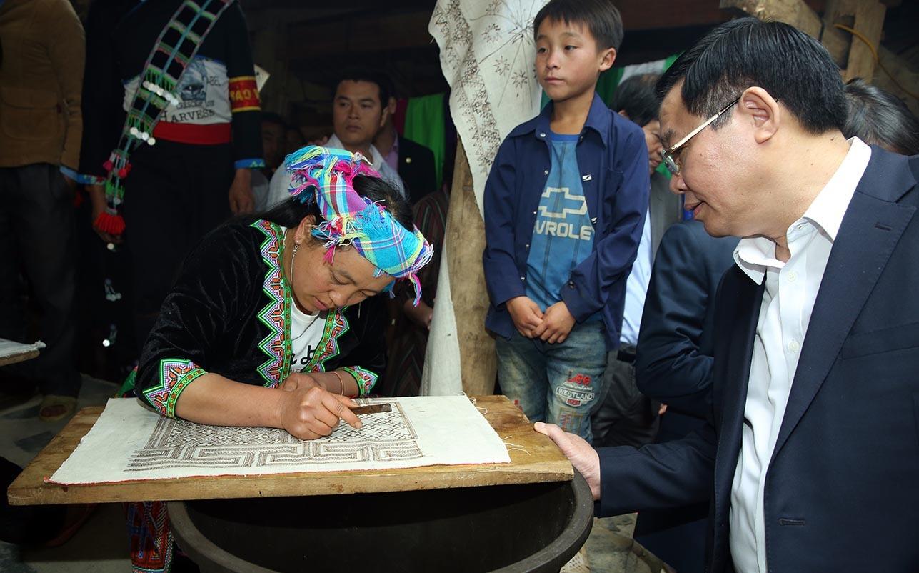 Sin Suối Hồ,Phó Thủ tướng,Vương Đình Huệ,chợ người Mông