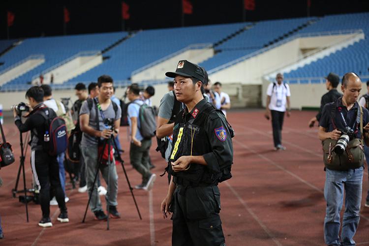 Philippines thêm viện binh, HLV Eriksson giấu 'bí kíp' trong túi áo