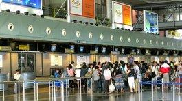 2 nam hành khách gây rối, định đánh tiếp viên trên máy bay
