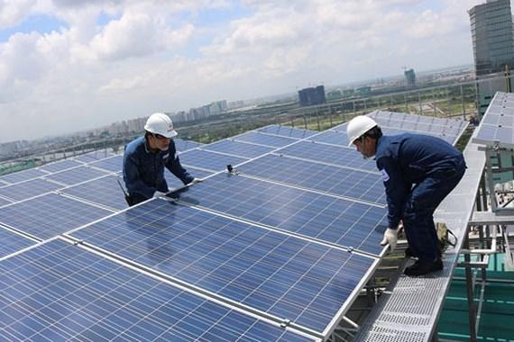 Kết quả hình ảnh cho điện mặt trời áp mái