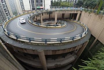 Hoa mắt với đường xoắn ốc 5 tầng ở Trung Quốc
