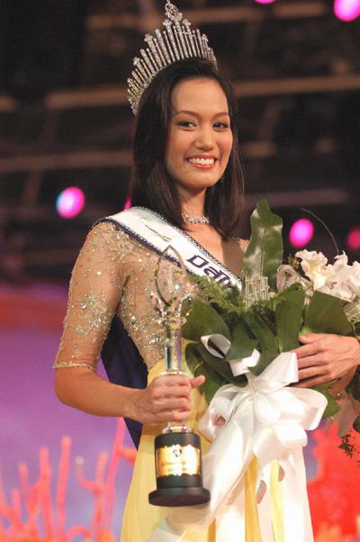 Nữ cơ trưởng gây sốt vì từng là Hoa hậu Hoàn vũ Thái Lan