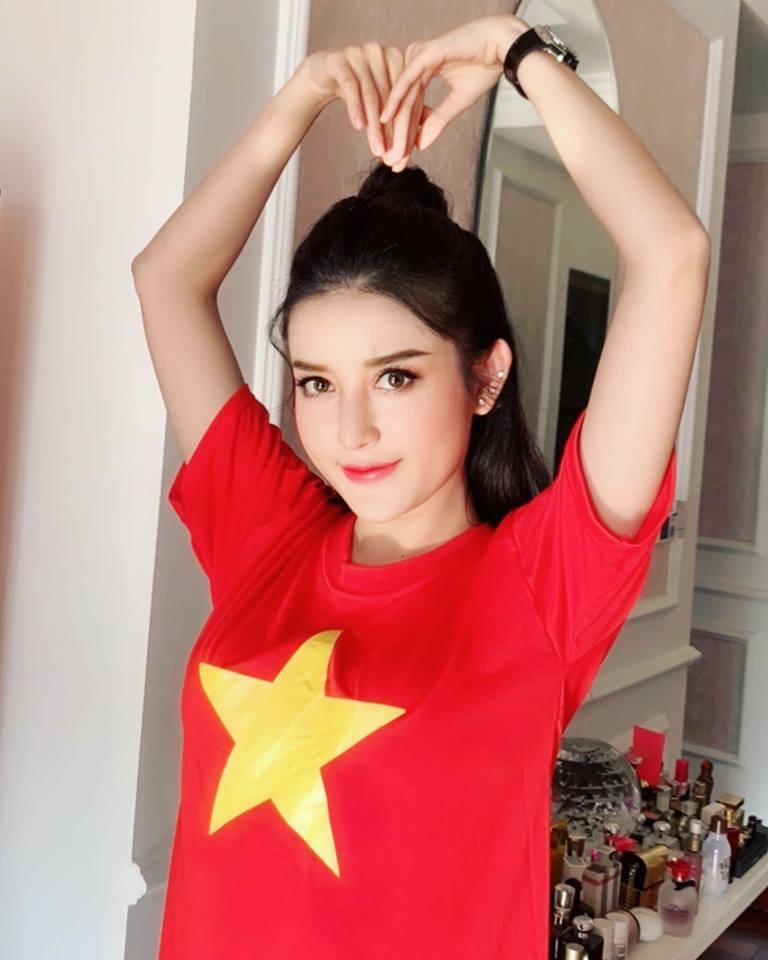 Bảo Thanh, Thúy Ngân, Phương Oanh hét lên vì chiến thắng của tuyển VN