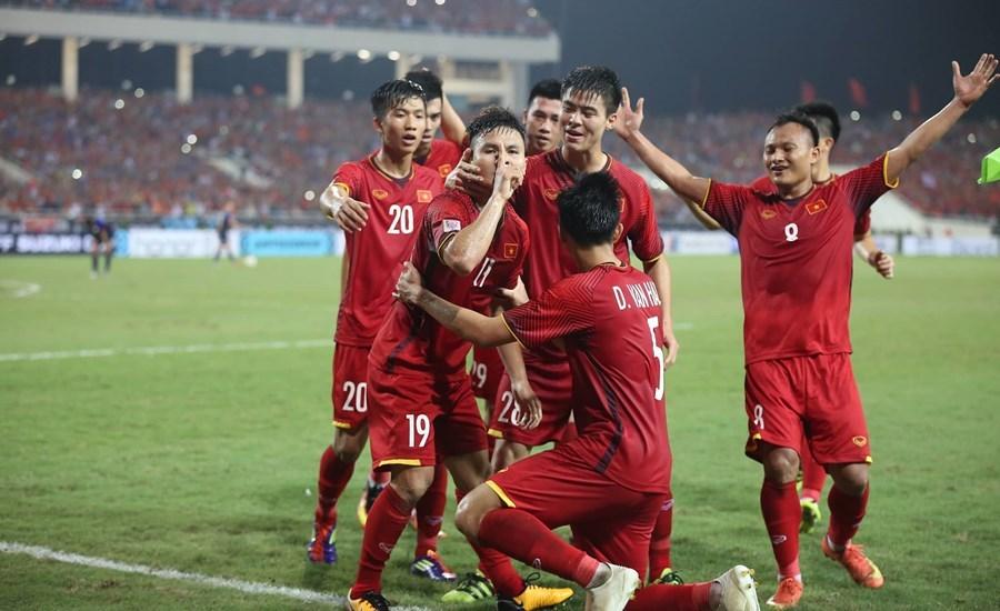 Quang Hải, Công Phượng đưa Việt Nam vào chung kết gặp Malaysia