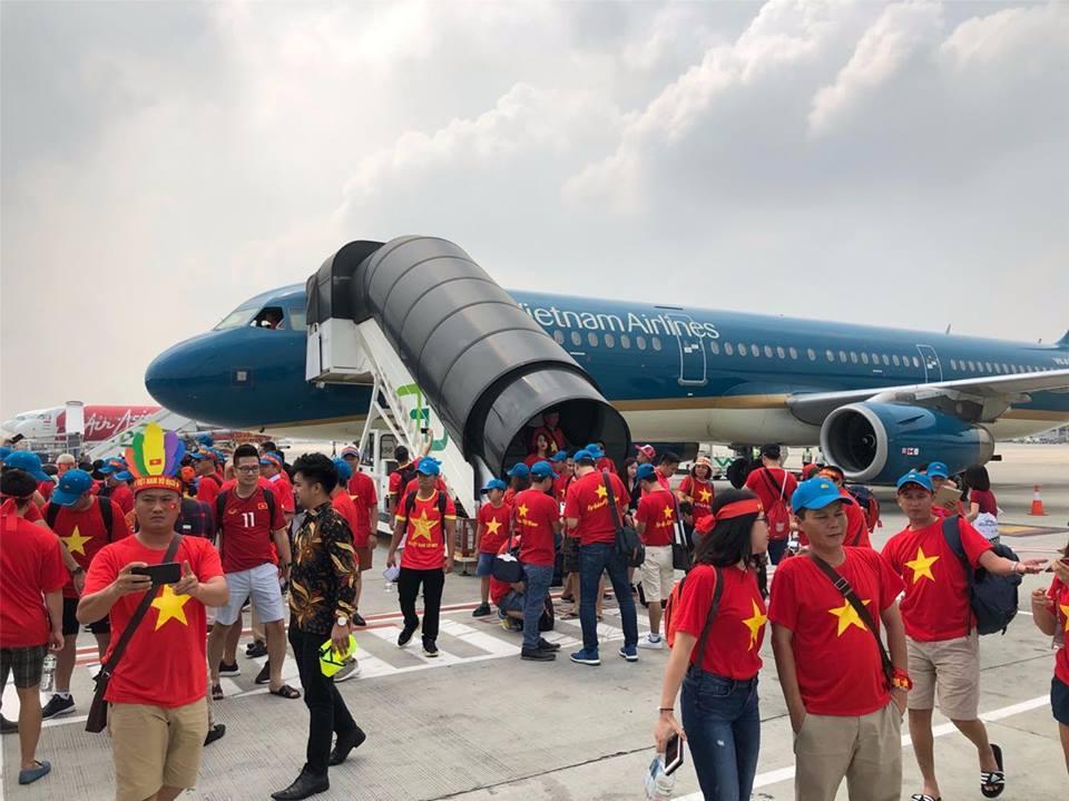 Nửa đêm săn tour sang Malaysia cổ vũ tuyển Việt Nam đấu chung kết