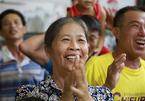 Mẹ Công Phượng bật khỏi giường bệnh khi con sút tung lưới Philippines