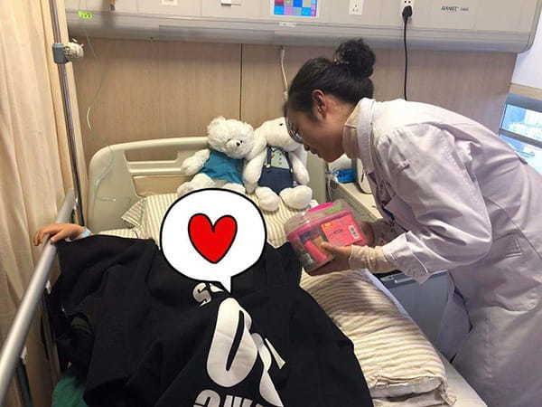 Mẹ phát hiện con gái 3 tuổi bị ung thư vú nhờ những nốt đỏ