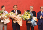 Thủ tướng trao huy hiệu 80 năm tuổi Đảng tặng ông Đồng Sỹ Nguyên