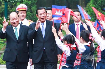 Hình ảnh Thủ tướng đón Thủ tướng Campuchia Hun Sen