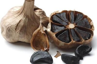 Cách chọn tỏi đen chất lượng dẻo ngon