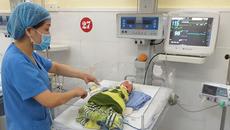 2 chân thai nhi thò hết ra ngoài, mẹ bầu mới đến viện cấp cứu