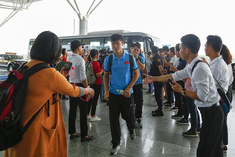 Tuyển Việt Nam tươi rói bay sang Malaysia đá chung kết