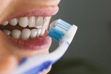 90% người Việt mắc bệnh răng miệng chỉ vì 10 thói quen khó bỏ này