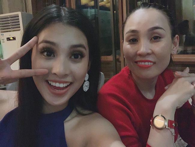 Mẹ Tiểu Vy một mình sang Trung Quốc cổ vũ con gái