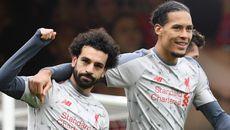 """Salah """"nổ"""" hat-trick, Liverpool chiếm ngôi đỉnh bảng"""